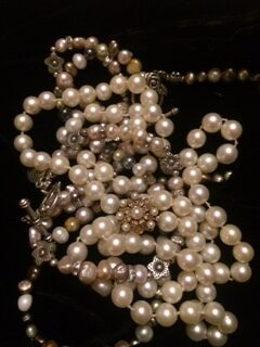 Jewelry - a pearl necklace